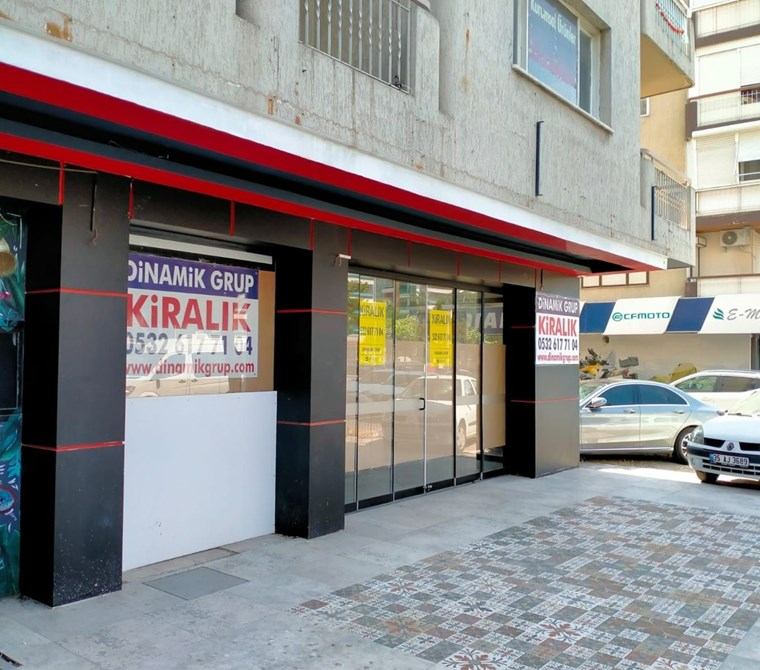Karşıyaka Girne Bulvarında 90 m2 Kiralık Dükkan-Mağaza