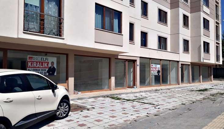 ELFİ den DEMİRCİ'DE İYİ KONUMDA 340 m2 KİRALIK DÜKKAN..