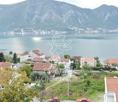 Dobrota, Kotor'da 92m² Deniz Manzaralı Satılık Dubleks Daire...