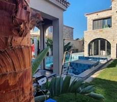 İzmir Çeşme Alaçatı Köyiçinde Müstakil Havuzlu Satılık Taş Villa