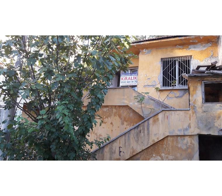 Üçkuyular Esentepe'de Bahçeli Kiralık Müstakil Ev 1250 TL