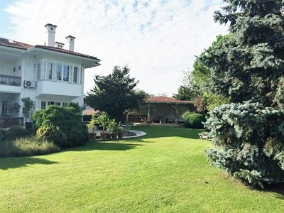 Villa in Kemer Country with Garden and Swimming Pool for Sale