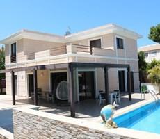 Girne'nin kalbinde, Satılık 3+1 havuzlu müstakil Villa