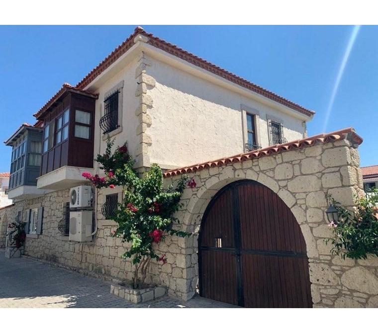 İzmir Çeşme Alaçatı Satılık Cumbalı Taş Villa