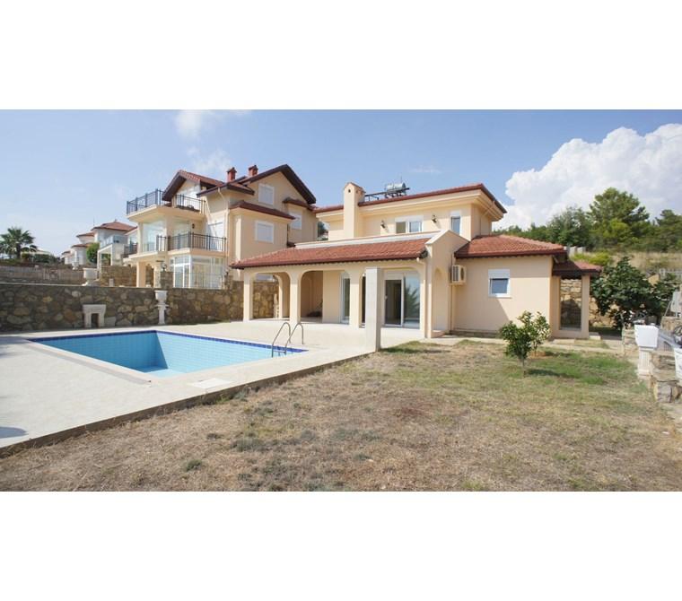 Alanya İncekum'da Satılık Dubleks Müstakil Villa