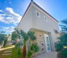 İzmir Çeşme Alaçatı Ortak Havuzlu Satılık Müstakil Taş Ev Villa
