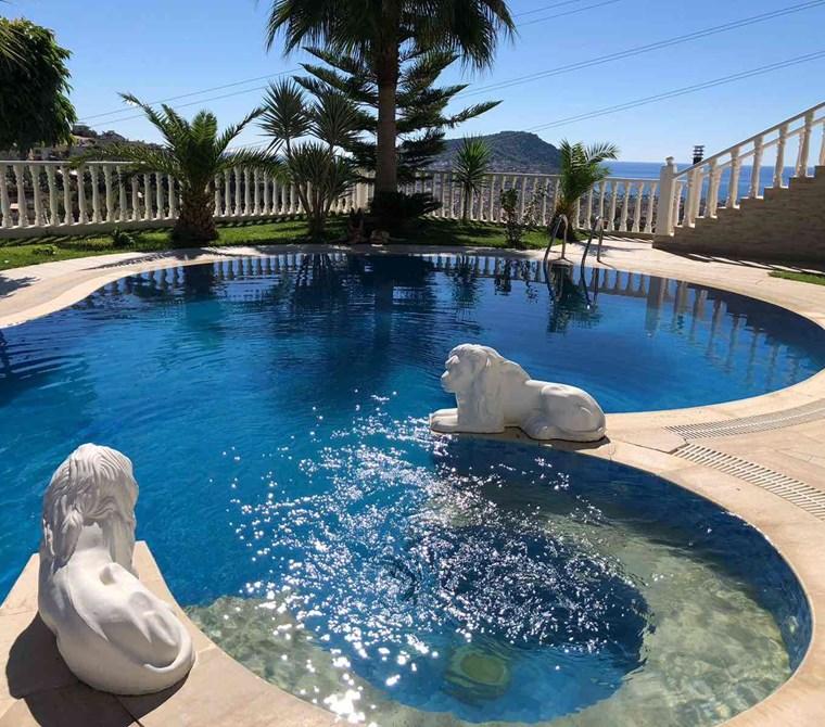 Tepe'de satılık muhteşem villa