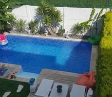 İzmir Çeşme Merkeze Yakın Havuzlu Müstakil Satılık Lüks Villa