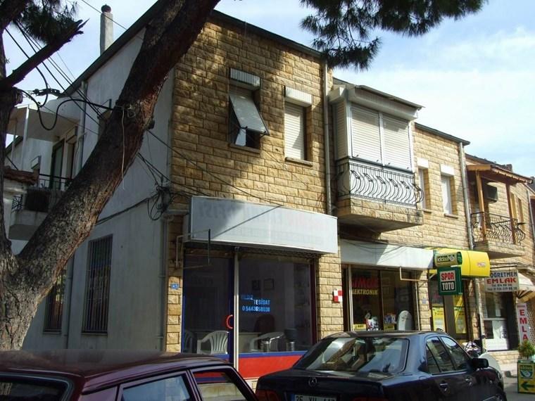 yenifoça tarihi çarşıda kiralık dükkan