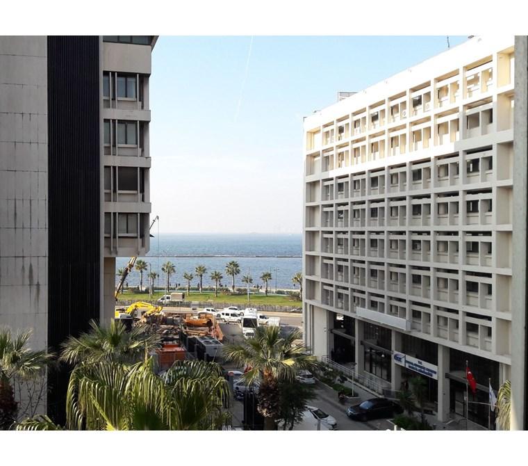Konak'ta Deniz Manzaralı Satılık Büro-Ofis