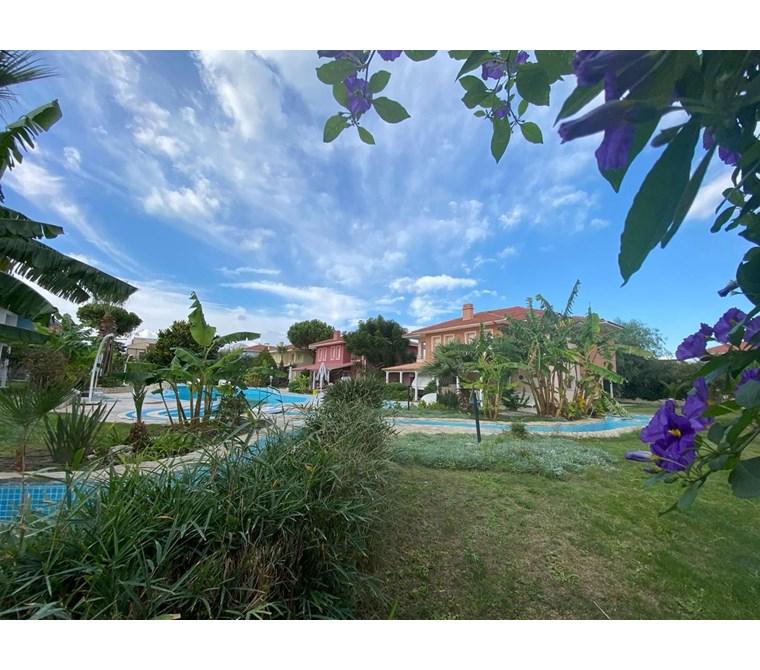 İzmir Çeşme Ilıca Denize Yakın Ortak Havuzlu Site Satılık Villa