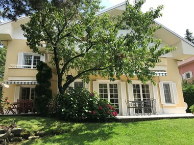 Beykoz Konakları'nda Düz Bahçeli B Tipi Kiralık Villa