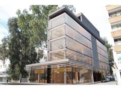 Kuzey Kıbrıs'ta Lefkoşa'nın En İşlek Yerinde Satılık Komple Bina - 2