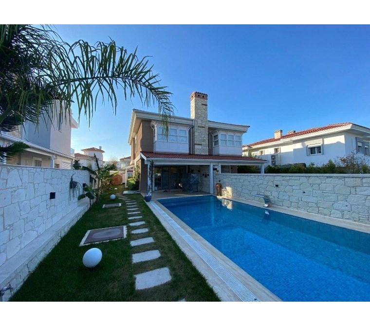 İzmir Çeşme Alaçatı Müstakil Havuzlu Satılık Modern Villa