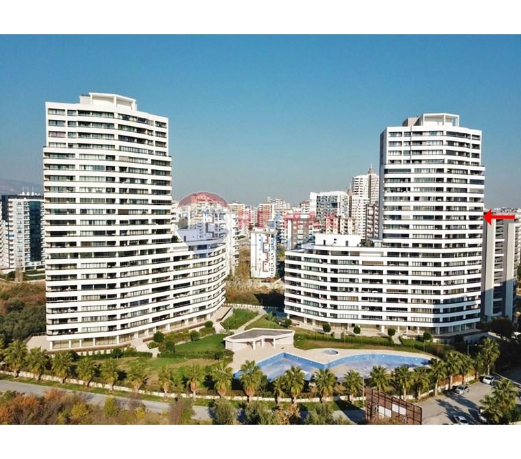15.000 m2 ARSA ALANI 21 Katlı binanın 12. katı Güney-kuzey-do