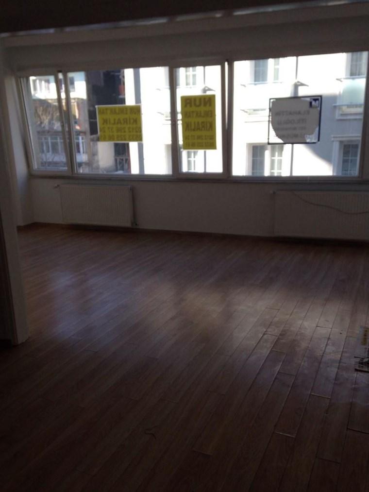 Emlak Live Etfal sok 2+1 metro 5 dk kombılı temiz daire
