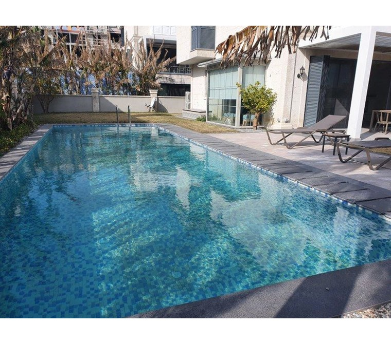 Alaçatı'da Müstakil Havuzlu Bahçeli Ultra Modern Lüks Villa