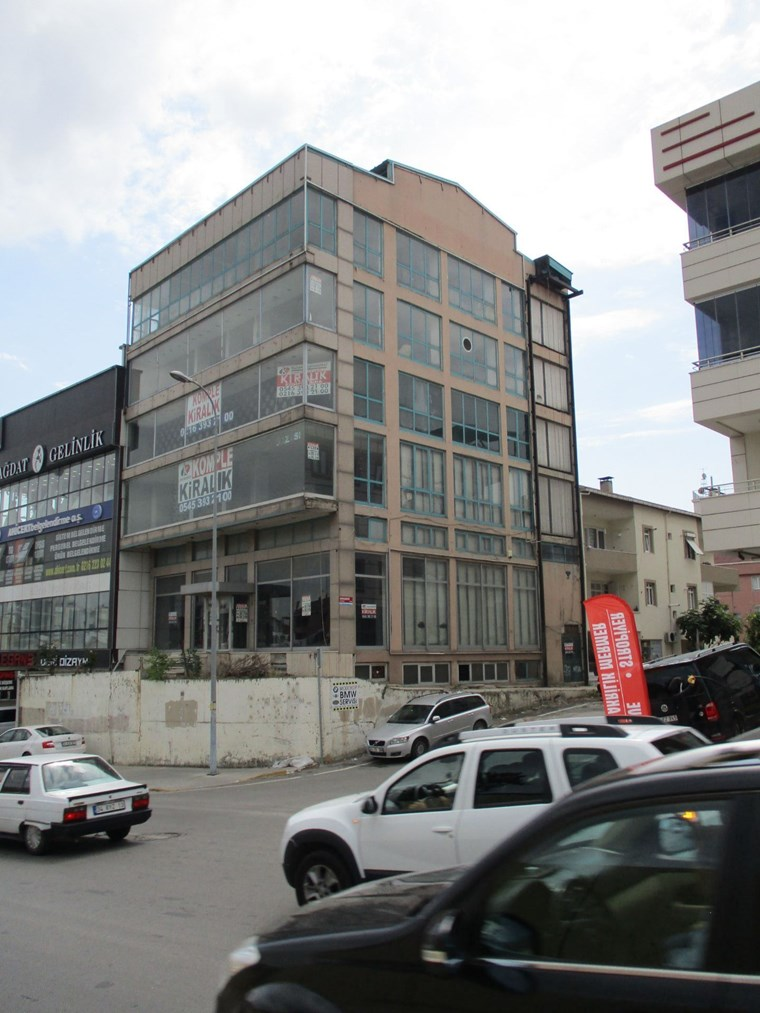 Medikal Park Karşısı Komple kiralık E-5 Cepheli Müstakil Bina