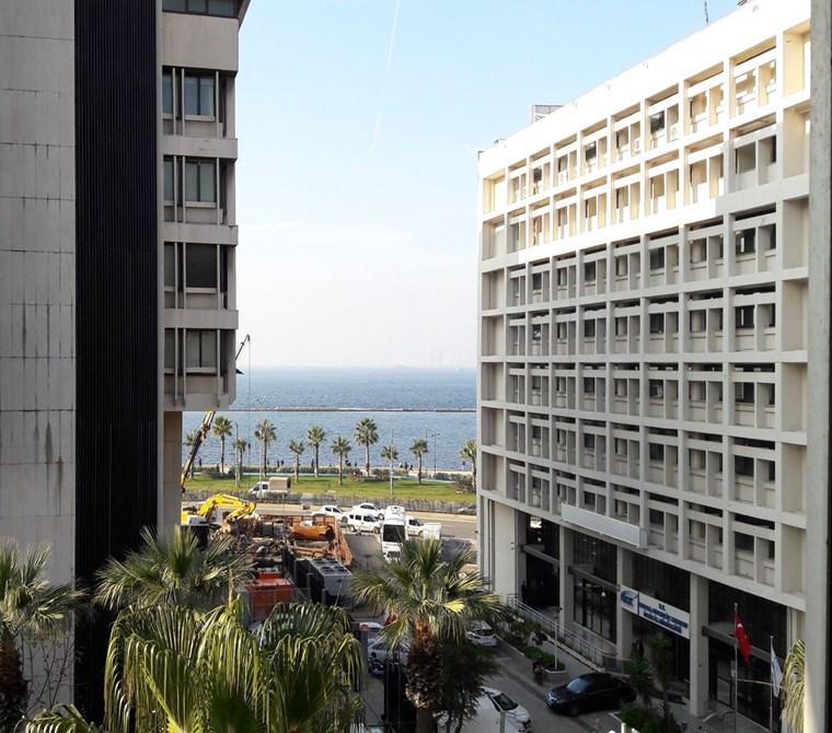 Konak Merkez'de Deniz Manzaralı Kiralık Büro - Ofis