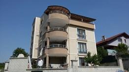 Demirci Villalar Bölgesinde Satılık Bahçeli 4 Daireli Bina