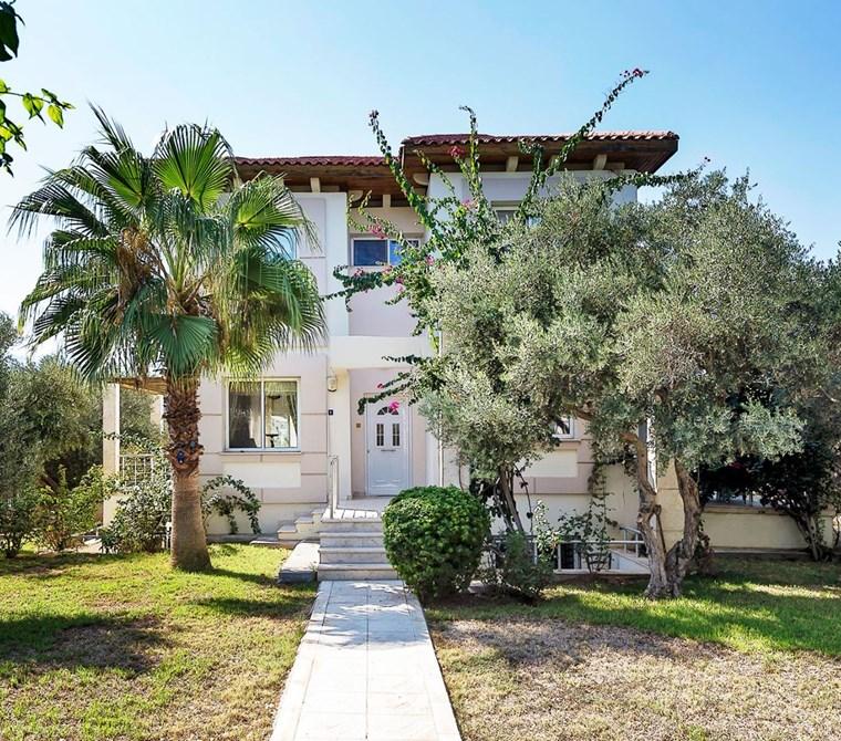 Kuzey Kıbrıs, Girne'nin en özel bölgesi karakum'da satılık villa