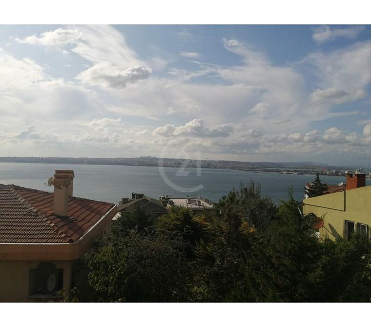 Deniz manzaralı,sahile yürüme mesafesinde Natamam ikiz villa.