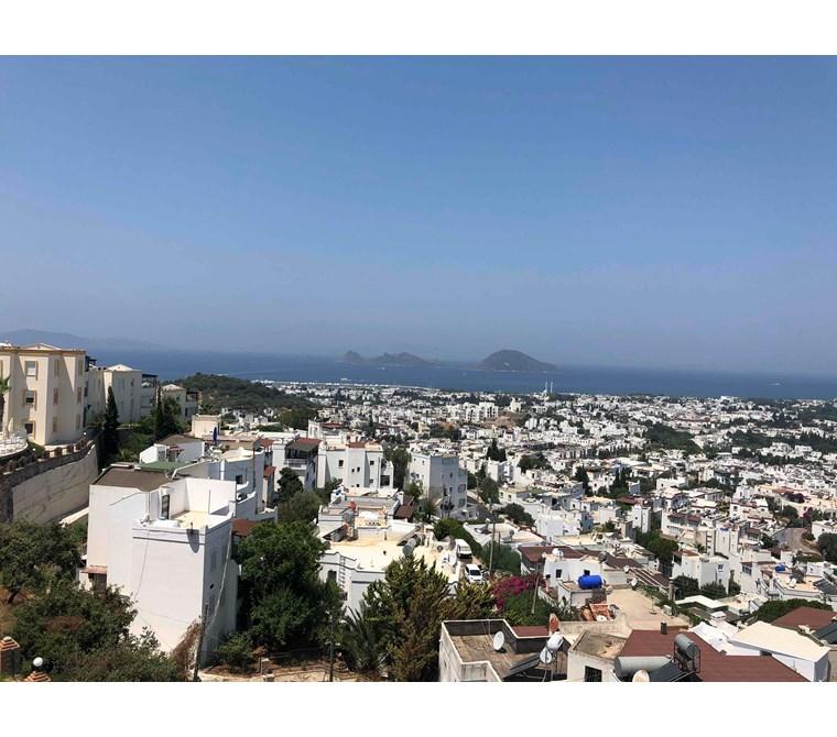 Şahane panoramik deniz ve şehir manzaralı full krediye uygun