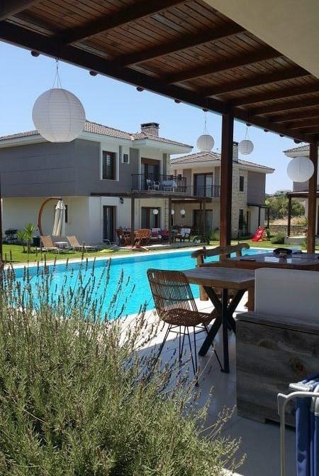 İzmir Çeşme Alaçatı Site İçinde Havuzlu Satılık Müstakil Villa