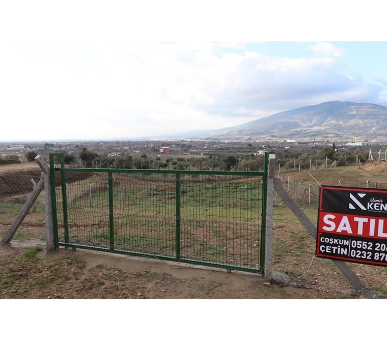 Kemalpaşa Armutlu'da Satılık Villa İmarlı 590 M2 Arsa