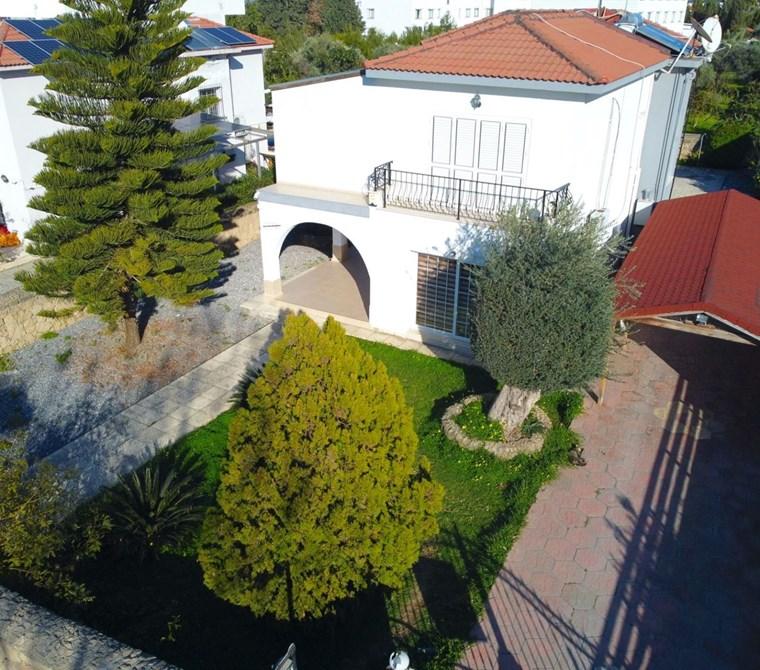 Girne karakum'da satılık 3 yatak odalı ful eşyalı villa !