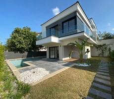 İzmir Çeşme Çiftlik Müstakil Havuzlu Modern Lüks Villa Satılı