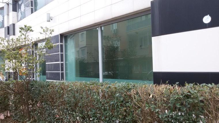 Dikkaldırımda Cadde Üzeri Merkezi Konumda Kiralık 400 m2 İşyeri
