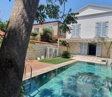 İzmir Çeşme Alaçatı Köyde Müstakil Havuzlu Satılık Lüks Villa