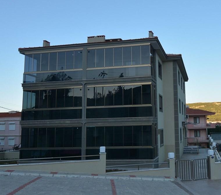 Yenifoça tam merkezde pazaryerinde lüks daireler