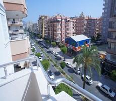 Alanya Mahmutlar'da Denize Yakın Cadde Üzeri 2+1 Satılık Daire