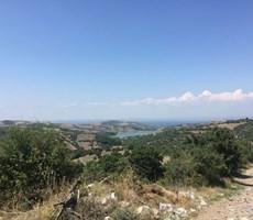 Canakkale'de deniz ve göl manzaralı arazi