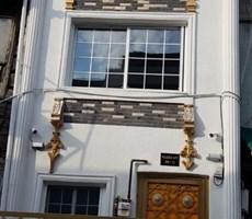 Dolapdere ana cadde yakın sıfır tadilat 6 odalı Komple Bina
