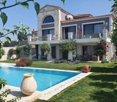İzmir Çeşme Ovacık Deniz Manzaralı Doğanın içinde Modern Taş Ev