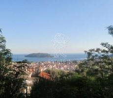 Budva'da 11 Villa Yapılabilecek 9700m² Kentsel Satılık Arsa...