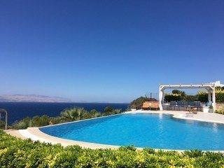 İzmir Çeşme Müstakil Havuzlu Satılık Lüks Villa