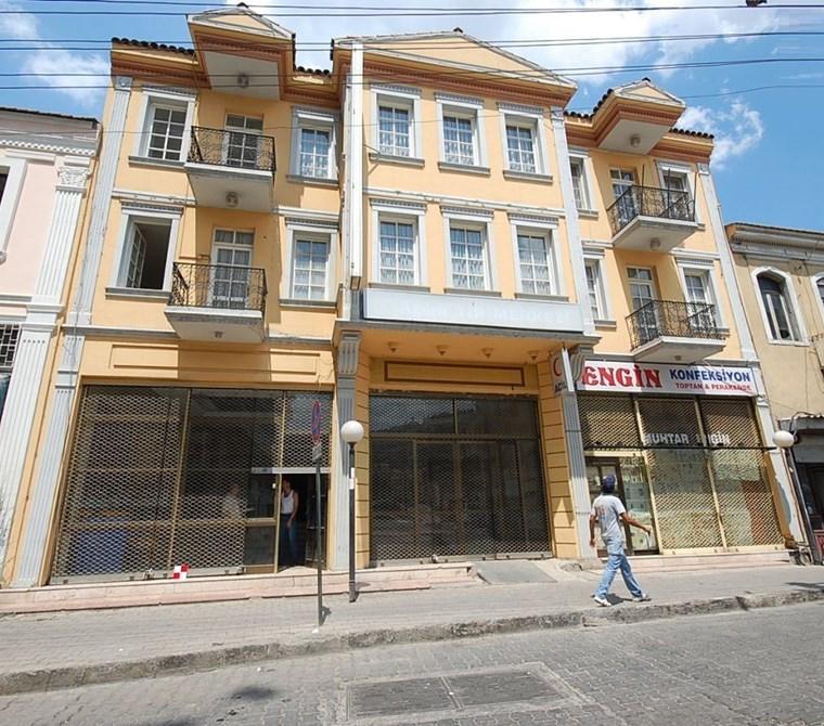 İzmir Konak Çankaya'da Komple Satılık 4 Katlı Bina