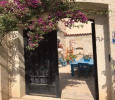 Alaçatı Köy İçinde Cumbalı Taş Ev / Villa