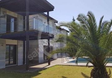 Kalabak'da Prestijli Sitede Çok Özel Satılık Villa