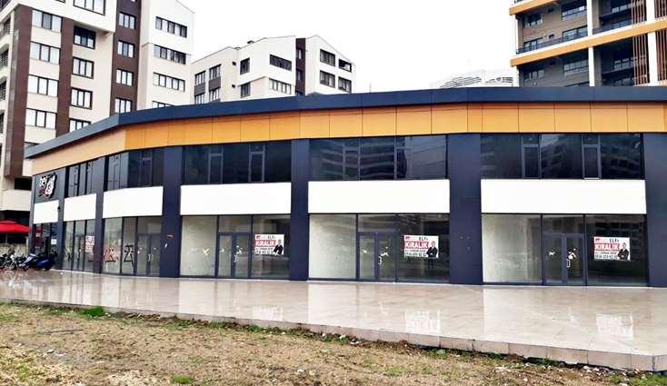 ELFİ den 23 NİSANDA, CADDE ÜZERİ 216 m2 TABANLI KİRALIK DÜKKAN..