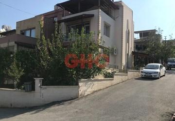 İssume Konutları'nda Satılık 5+1 Tripleks Villa