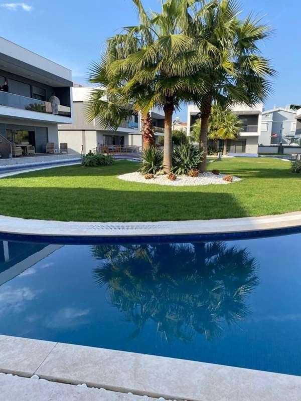 Denizli Mah. Site içinde 'Sıfır' Havuzlu villa