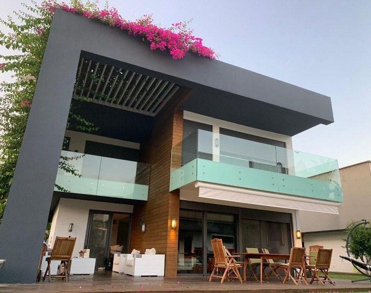 İzmir Çeşme Paşalimanı Ortak Havuzlu Müstakil Satılık Lüks Villa