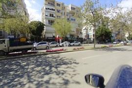 Karşıyaka Girne Bulvarında 80 M2 Kiralık Dükkan