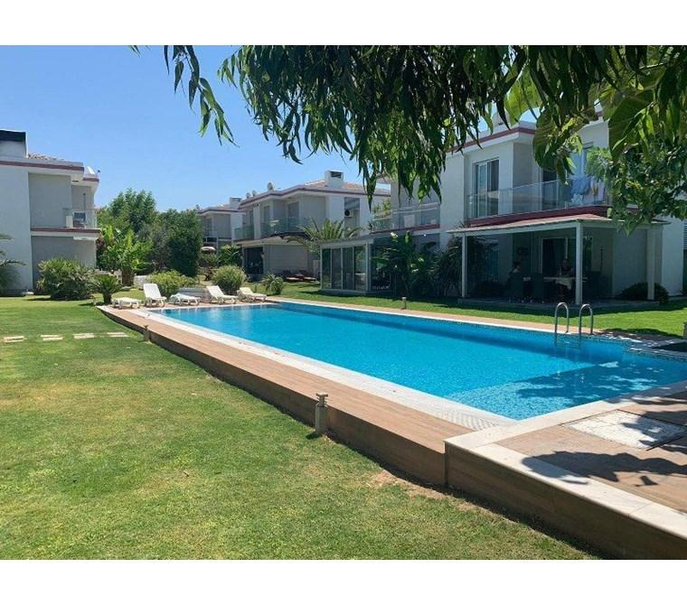 İzmir Çeşme Alaçatı Havuzlu Site İçinde Satılık Modern Villa