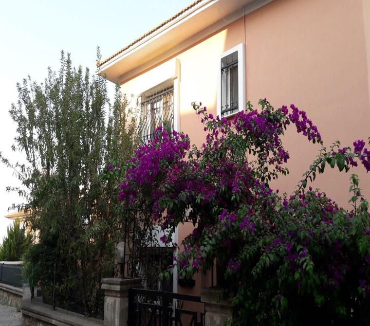 Güzelbahçe Kahramandere'de Satılık Tripleks Villa